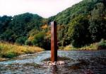 Die Skulptur bringt den Rest der ionisierenden Strahlung, die mit dem Sonnenlicht durch die Atmosphäre auf die Erde dringt zu Gehör.