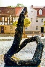 Die märchenhafte Szene auf dem mittelalterlichen Platz wandelt das Stadtwappen erneut.