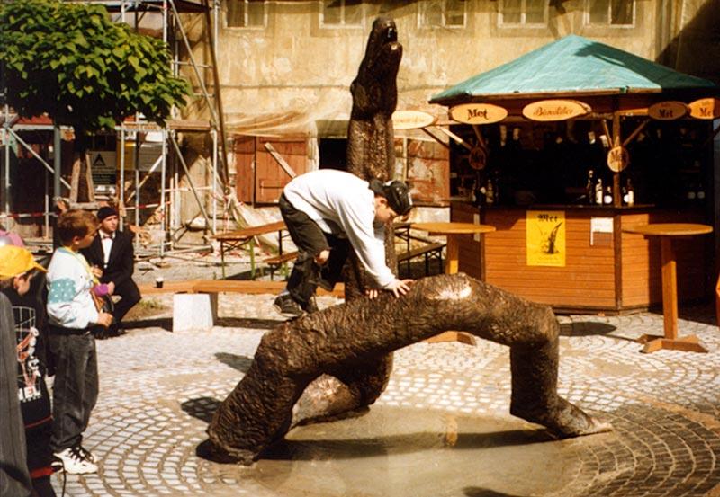 St. michael eine springbrunnen installation ingo güttler