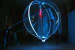 ... schwebt der Ballon wie die Larve einer Qualle frei im Raum...