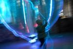 ... und kann vom Besucher an seinen langen leuchtenden Tentakeln geführt werden.
